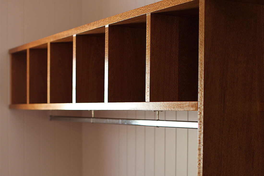 Walk-in-Wardrobe in Solid Timber